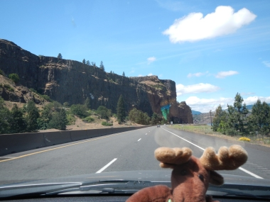 Driving along the Columbia River on I-84